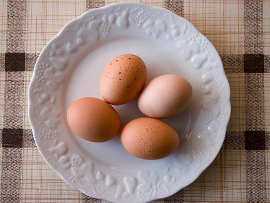 Recept omlet sa jajima na tanjiru
